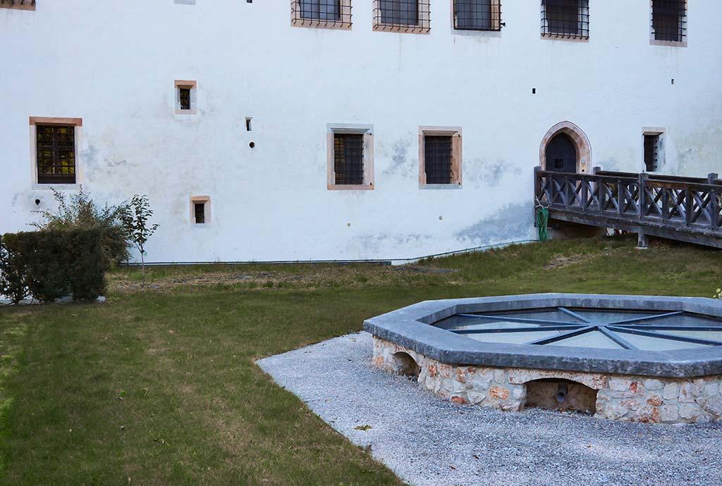 Im Schlossgarten das gleiche Bild. Unattraktive Schurrasenflächen. Das können wir besser